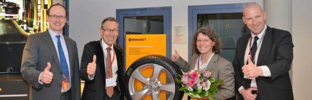 OZ-16: Continental stellt Taraxagum™ -Reifen im Wendener Rathaus vor